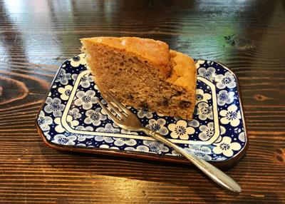 根津の谷レストランのランチのデザートケーキ