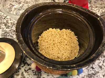 土鍋に入れた玄米
