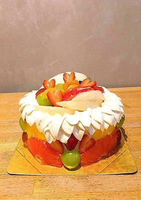 巣鴨タカギヤのフルーツデコレーションケーキ