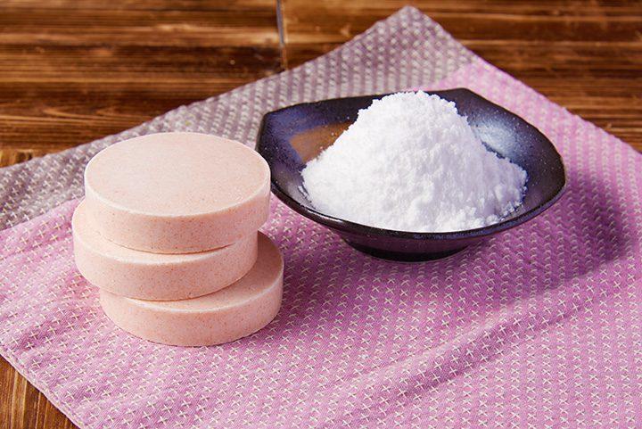 はちみつまぶして作った塩石鹸と塩