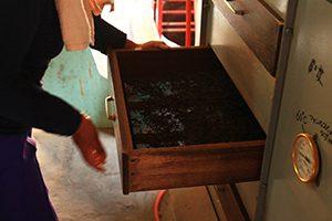 紅茶を乾燥させる